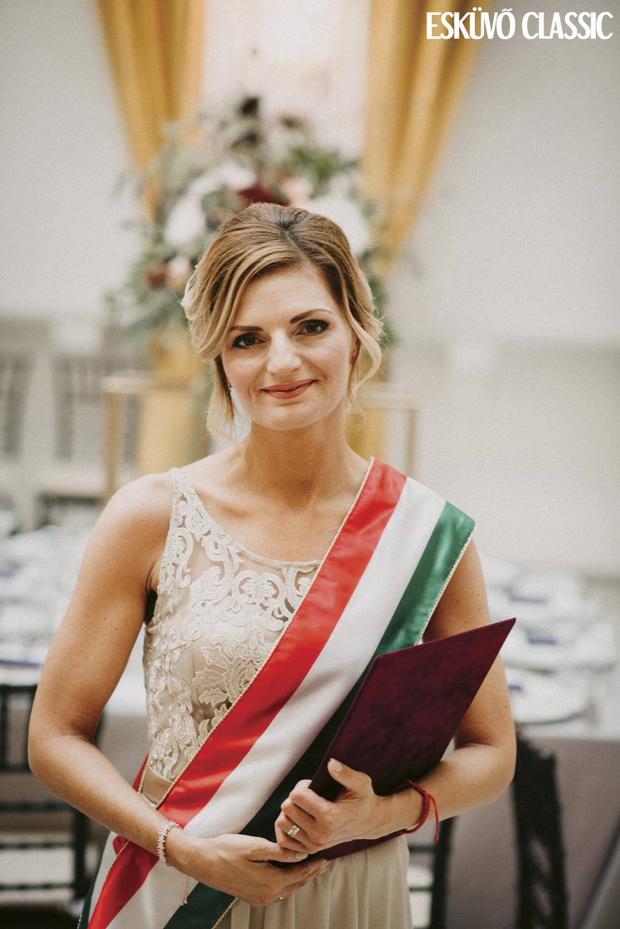 Vörös-Garai Szilvia esküvői szertartásvezető, eskető